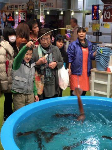 Japanese Food – Hokkaido Catching LIve Squid