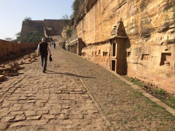 Gwalior-Fort-Walking-up-to-East-Gate-Entrance-5