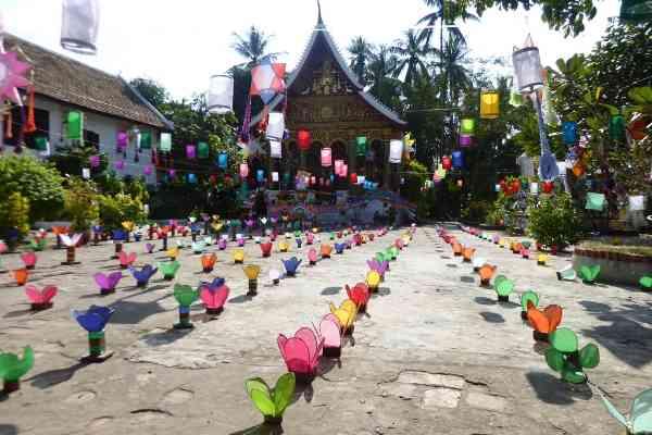 decorated temples luang prabang