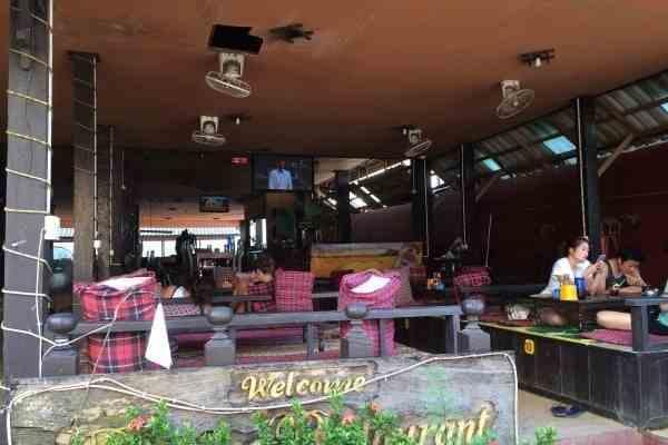 friends tv show bars vang vieng