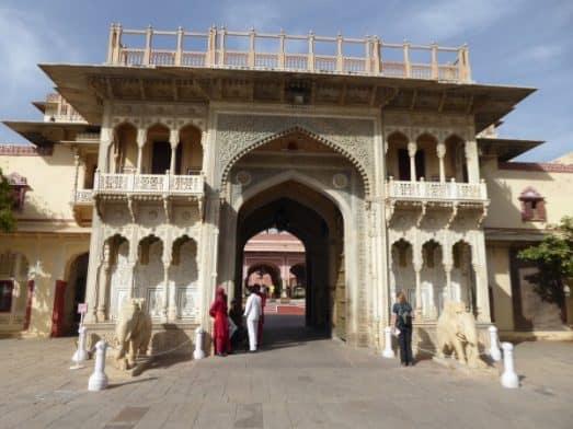 Explore Jaipur City Palace Museum (1)