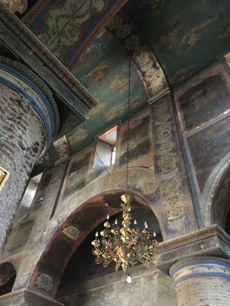 Sightseeing Tblisi inside Basilica