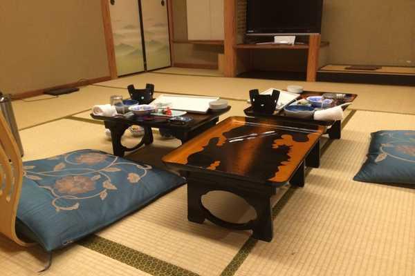 stay in a ryokan etiquette guide kaiseki ryoiri set up