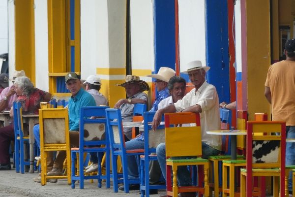 People watching in the Plaza del Libertador in Jardin