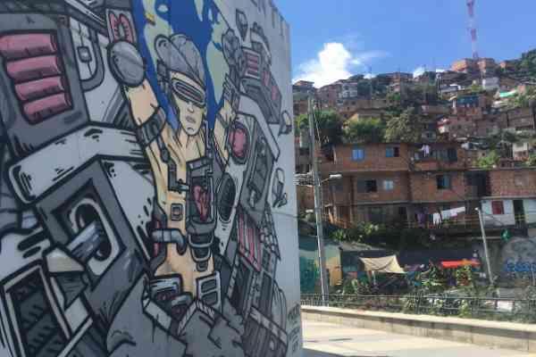 artwork on the parade comuna 13